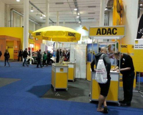 Informationsstand der Marita Wollgam GmbH im Dienst für den ADAC